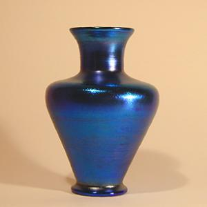Tiffany Studios Favrile PEACOCK BLUE VASE (Image1)