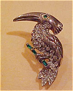 Toucan pin with rhinestones (Image1)