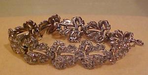 Rhinestone leaf design bracelet (Image1)