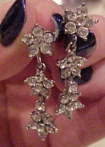 Rhinestone earrings with flowers (Image1)
