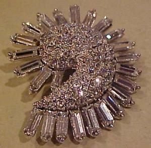 1940's Retro rhinestone brooch (Image1)