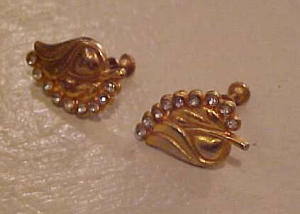 Leaf design earrings with rhinestones (Image1)