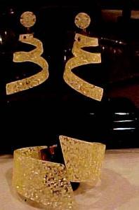 Confetti Lucite hinged bangle & earrings (Image1)