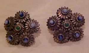 Flower design earrings with glass stones (Image1)