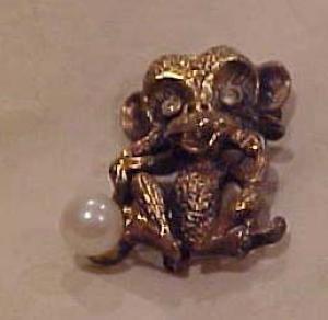 Monkey pin w/rhinestones and faux pearl (Image1)