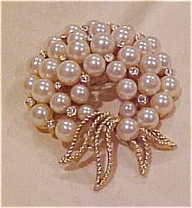 Trifari pin w/faux pearls & rhinestones (Image1)