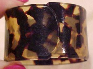 """tortoise shell"" plastic bangle (Image1)"