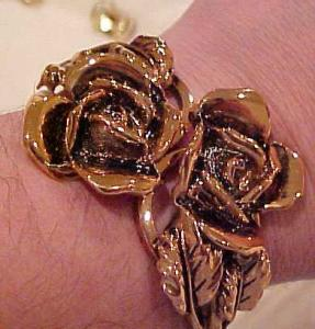 Hinged copper bangle with roses (Image1)