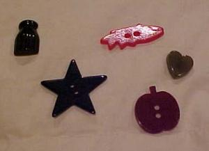 5 bakelite buttons-star,fish,heart etc (Image1)
