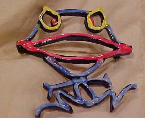 ART funky frog pin (Image1)