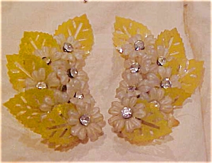 yellow plastic flower earrings w/rhinestones (Image1)