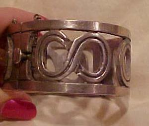 JS Mexican Silver hinged bangle Sterling (Image1)