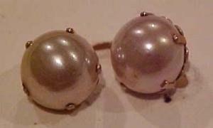 10k faux pearl earrings (Image1)