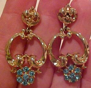 Coro door knocker earrings w/rhinestones (Image1)