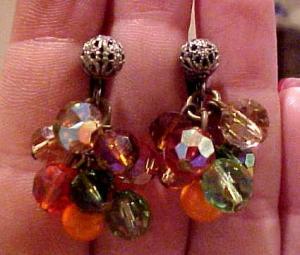 Dangling crystal bead earrings (Image1)