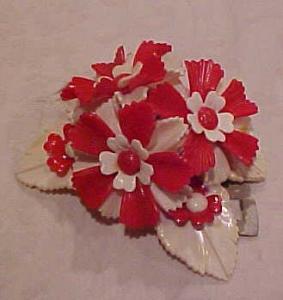 Red & White Plastic Flower dress clip (Image1)