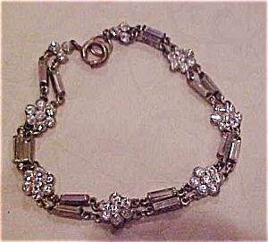 Floral design rhinestone bracelet (Image1)