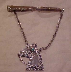 Tie bar with horse (Image1)
