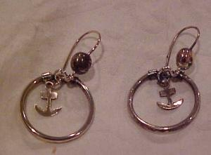 Hoop earrings with anchors (Image1)