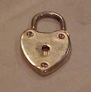 heart lock charm (Image1)