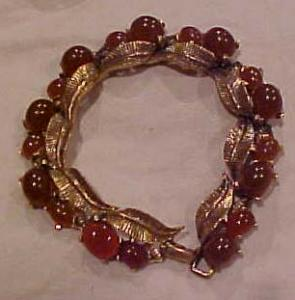 Leaf design bracelet with cabochons (Image1)