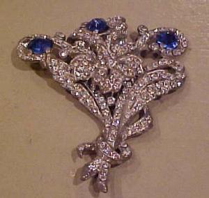 Floral design rhinestone pin (Image1)