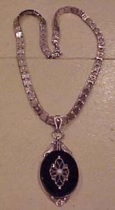 Victorian sterling onyx pendant and chain (Image1)