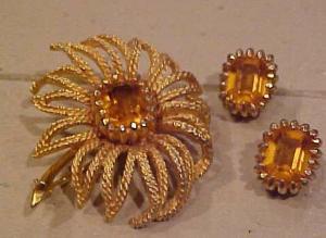 Hattie Carnegie Flower Pin and Earring set (Image1)