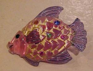Plastic fish pin with rhinestones (Image1)