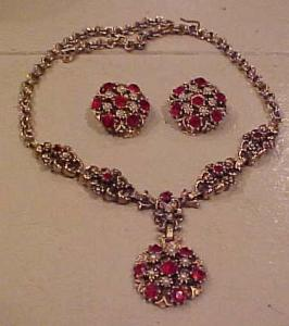 Rhinestone & faux pearl necklace/earrings (Image1)