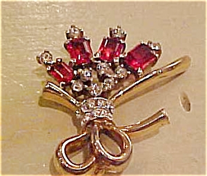Trifari retro pin with rhinestones (Image1)