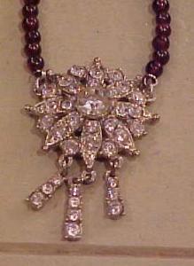 Rhinestone pendant on garnet beads (Image1)
