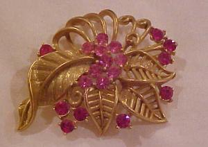 Lisner flower pin with pink rhinestones (Image1)