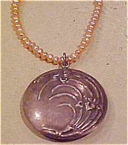 Art Nouveau pendant on pearls (Image1)