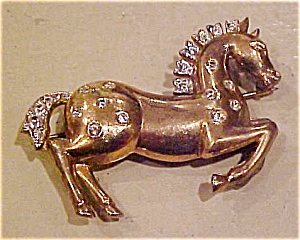 Trifari horse pin with rhinestones (Image1)