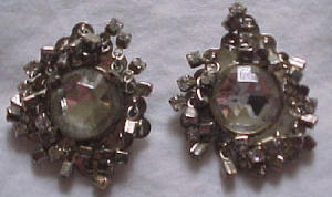 Rhinestone earrings with dangling rhinestones (Image1)