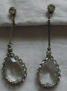 Rhinestone and crystal earrings (Image1)