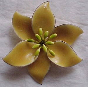 Yellow metal flower pin 1960's (Image1)