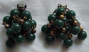 Green dangling bead earrings (Image1)