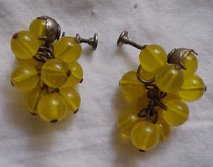 Dangling yellow bead earrings (Image1)