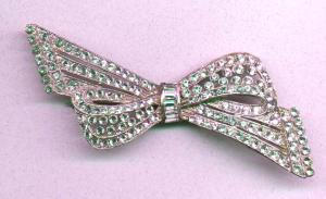 Art deco pot metal and rhinestone bow pin (Image1)