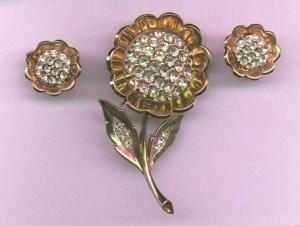 Trifari retro style pin and earring set with rhinestones (Image1)