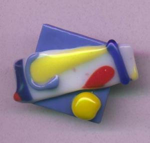Handmade Fused glass pin (Image1)