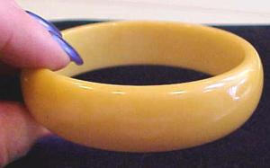 thick butterscotch bakelite bangle (Image1)