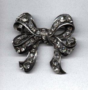 Pot metal and rhinestone bow pin (Image1)