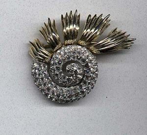 Swirling rhinestone pin with goldtone metal accents (Image1)