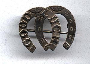 Victorian double horse shoe good luck pin (Image1)
