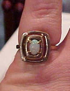 14 kt ring with opal (Image1)