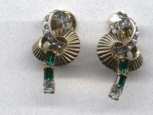 Mazer retro style earrings (Image1)