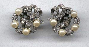 Mazer earrings with rhinestones and faux pearls (Image1)